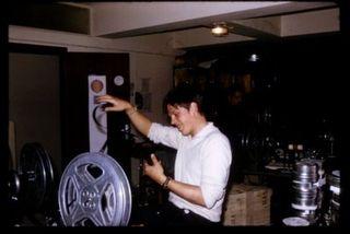 montage de la bobine du film de Pierre Etaix (?) au Festival de Cannes, 1969