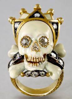 Vanité couronnée : or émaillé, cristal de roche - objet de l'exposition C'est la vie, vanités de Caravage à Damien Hirst, au musée Maillol, 2010